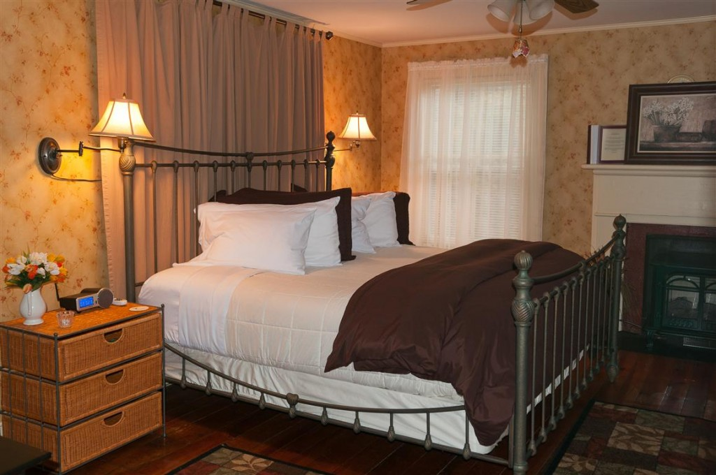 A couples romantic retreat lexington virginia area bed for Area riservata bed and breakfast